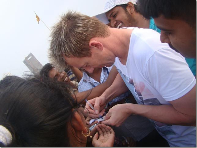 Brett-Lee-giving-Autographs
